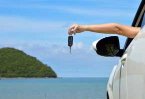 Les clés de voiture à la plage