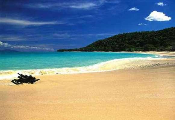 Ciel bleu et une plage parfaite