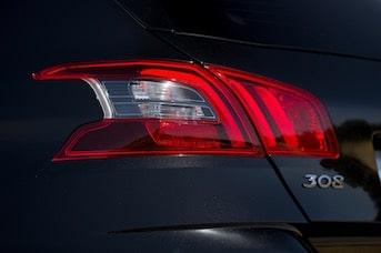 Voiture de location Peugeot 308 à réserver en Guadeloupe ou Martinique