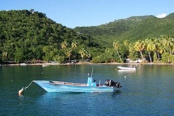 Bateau sur la mer en Guadeloupe
