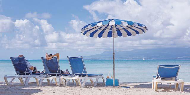 Lézarder sur la plage est une activité incontournable en Guadeloupe