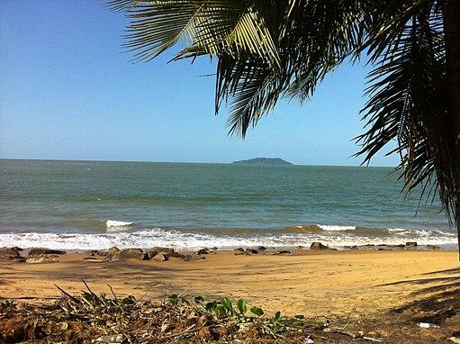 La plage de Rémire MontJoly en Guyane
